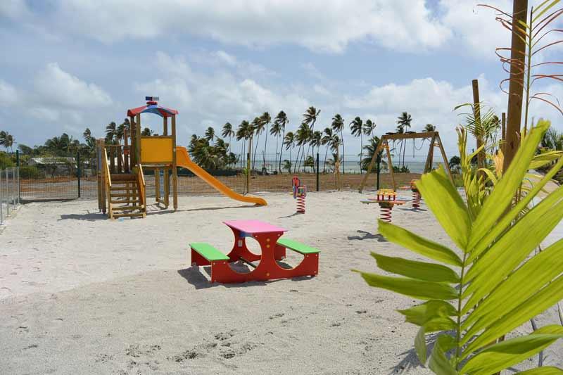aire-de-jeux-enfants-kitesurf-location-vacances-martinique-voyage-kitecamp-martinique