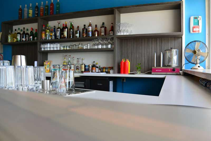bar-snack-kitesurf-location-vacances-martinique-voyage-kitecamp-martinique