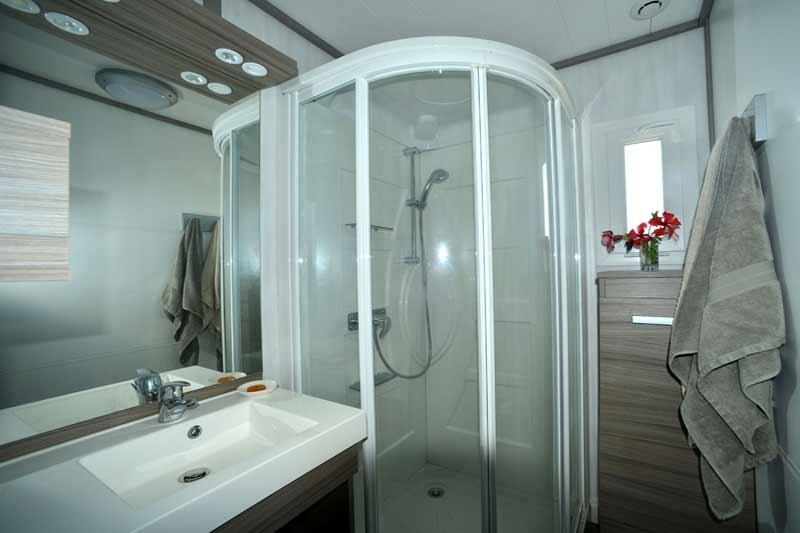 cottage-kitecamp-martinique-kitesurf-douche-salle-de-bains-tout-confort-propre-neuf