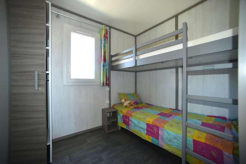 cottage-kitecamp-martinique-kitesurf-lit-gigogne-chambre-enfant-climatise