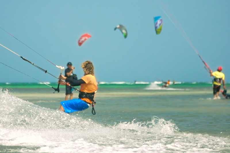 kitecamp-martinique-kitesurf-cours-de-kite-debutant-moniteur-ucpa