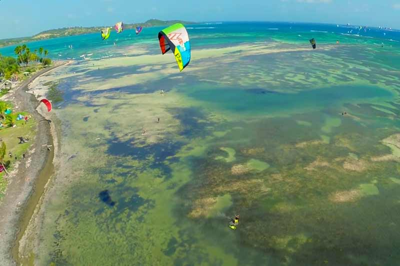 kitecamp-martinique-kitesurf-vue-de-drone-plage-spot-pointe-faula