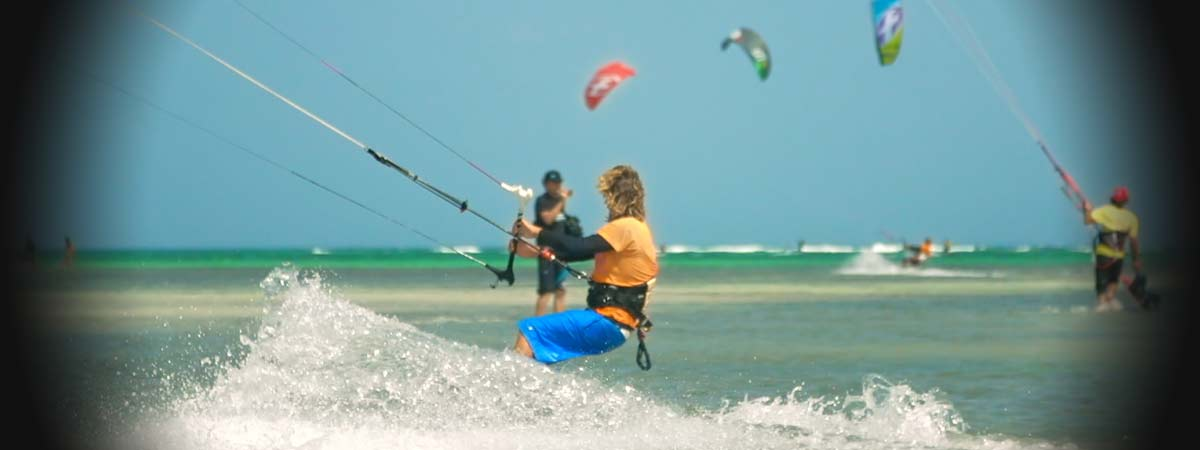 kiters a la martinique sur le spot de pointe faula